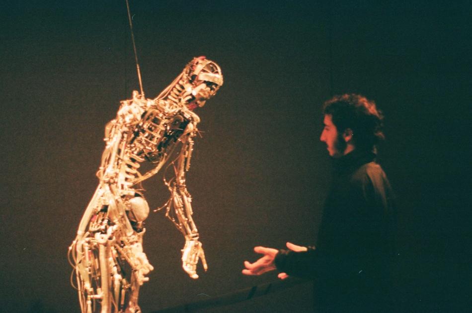 Yo frente a Skeletal Reflections.